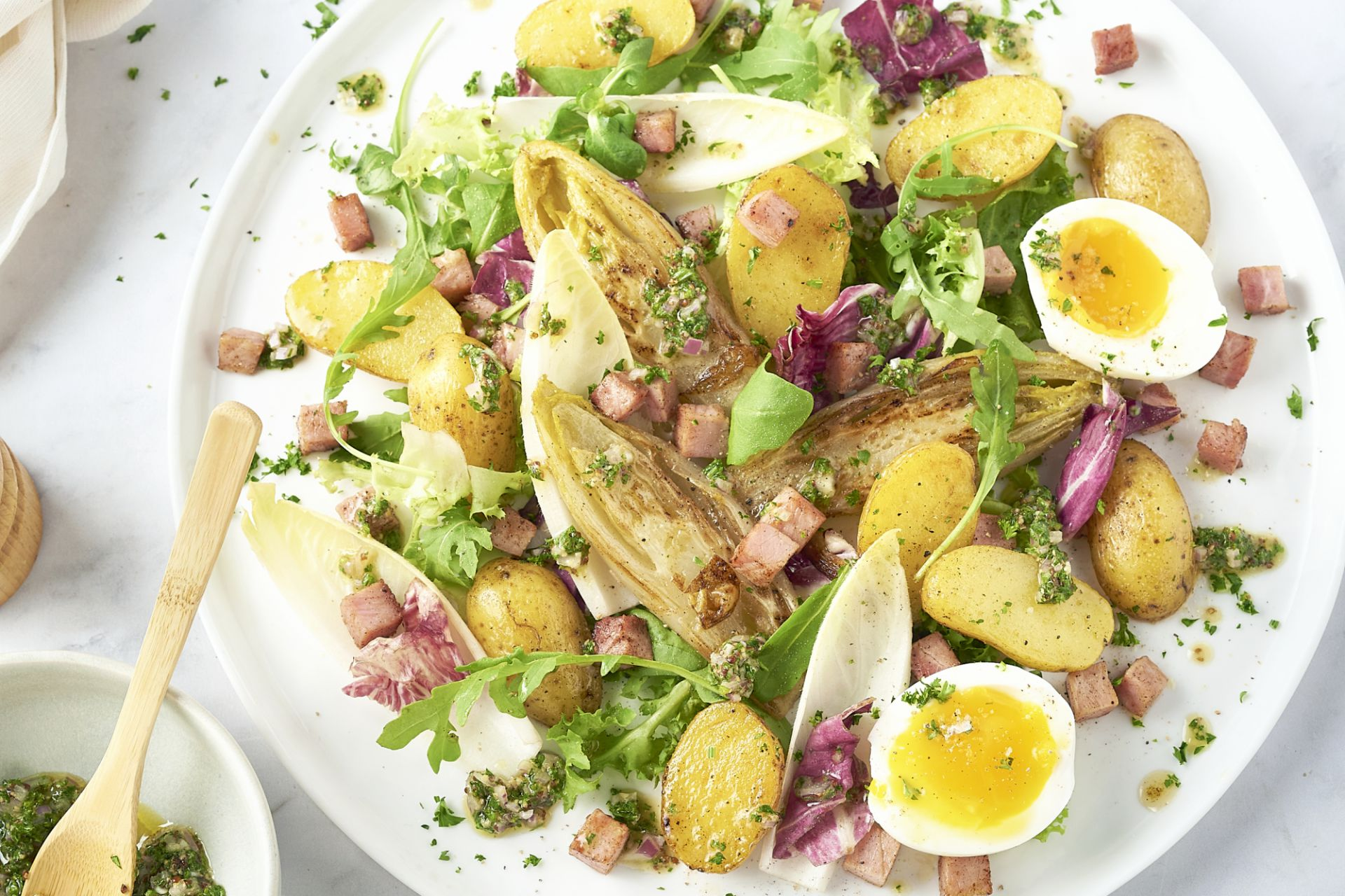 Luikse salade met witloof en hamblokjes