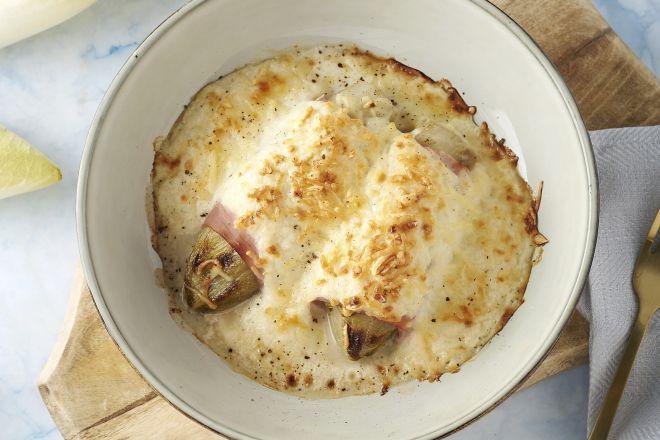 Witloofrolletjes met ham en kaas in bloemkoolsaus