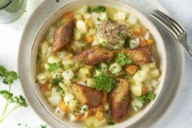 Foto van Hutsepot met groenteworst en graanmosterd