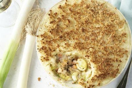 Parmentier van seitan gehakt, groenten en mosterd-kaascrumble
