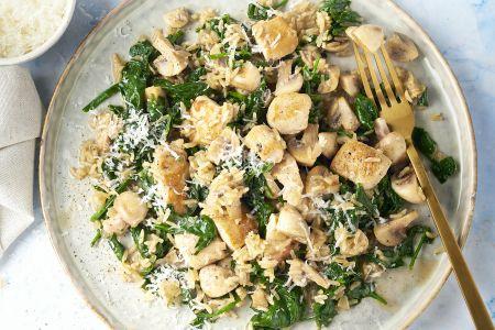 Risotto van zilvervliesrijst met kip, champignons en spinazie