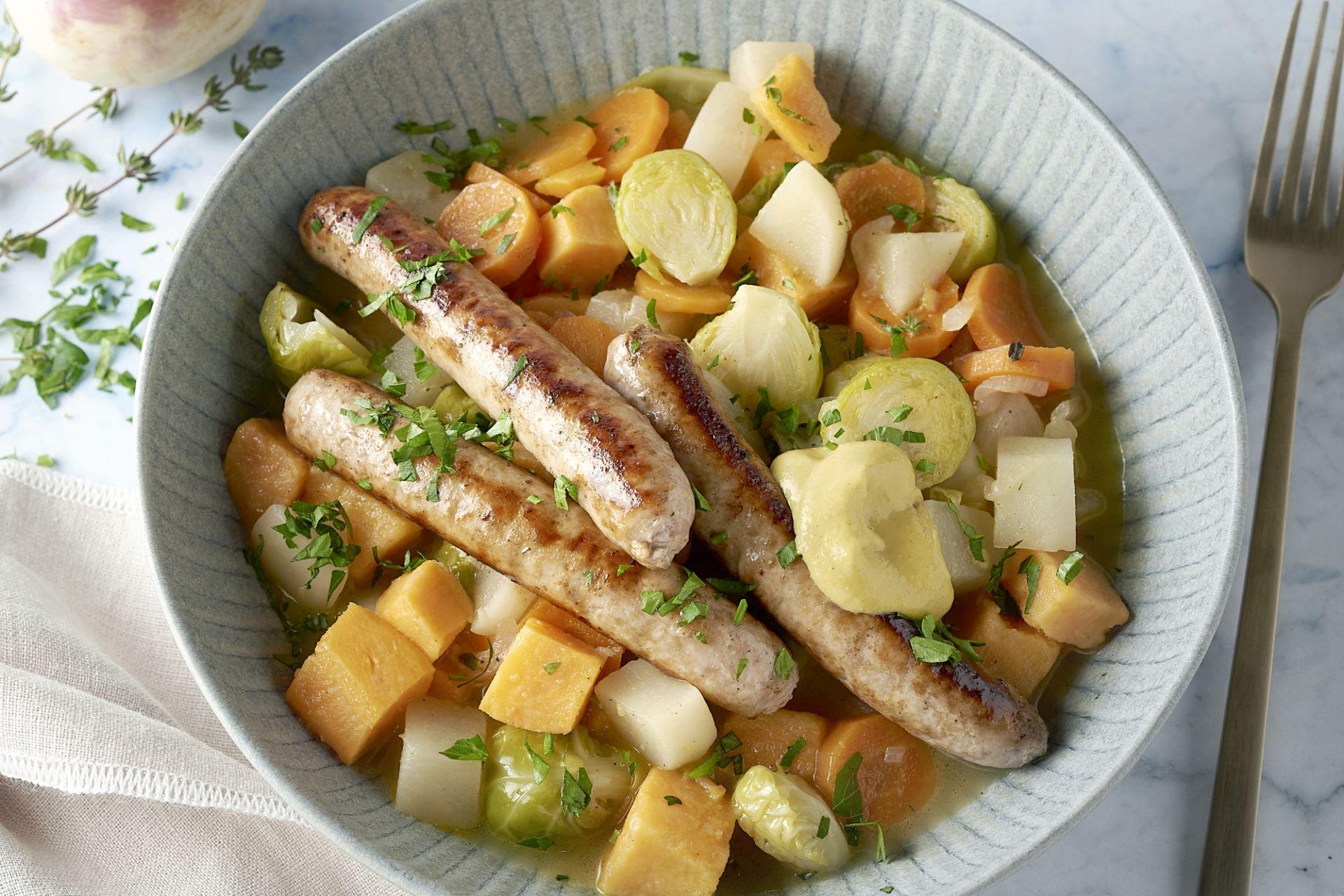 Hutsepot van zoete aardappel met chipolata