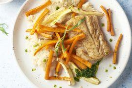 Foto van Witte vis met knolselderpuree, geroosterde wortelgroenten en dragondressing