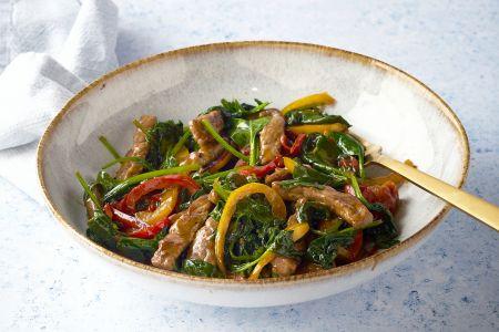 Gewokte runderreepjes met paprika en spinazie
