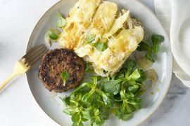 Foto van Hamburger met venkel-aardappelgratin en veldsla