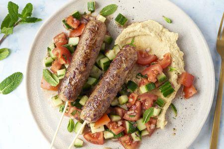 Hummus met kefta en Libanese salade