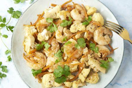 Pittige wok met scampi's en bloemkool
