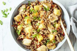 Foto van Gebakken rijst met kip en ananas