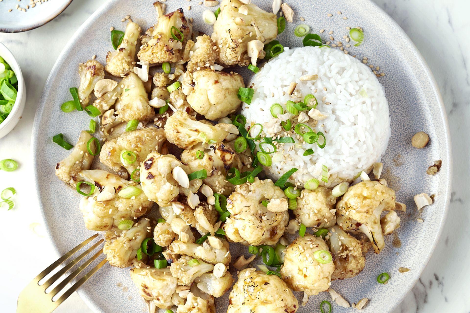 Geroosterde bloemkool teriyaki met sesam en rijst