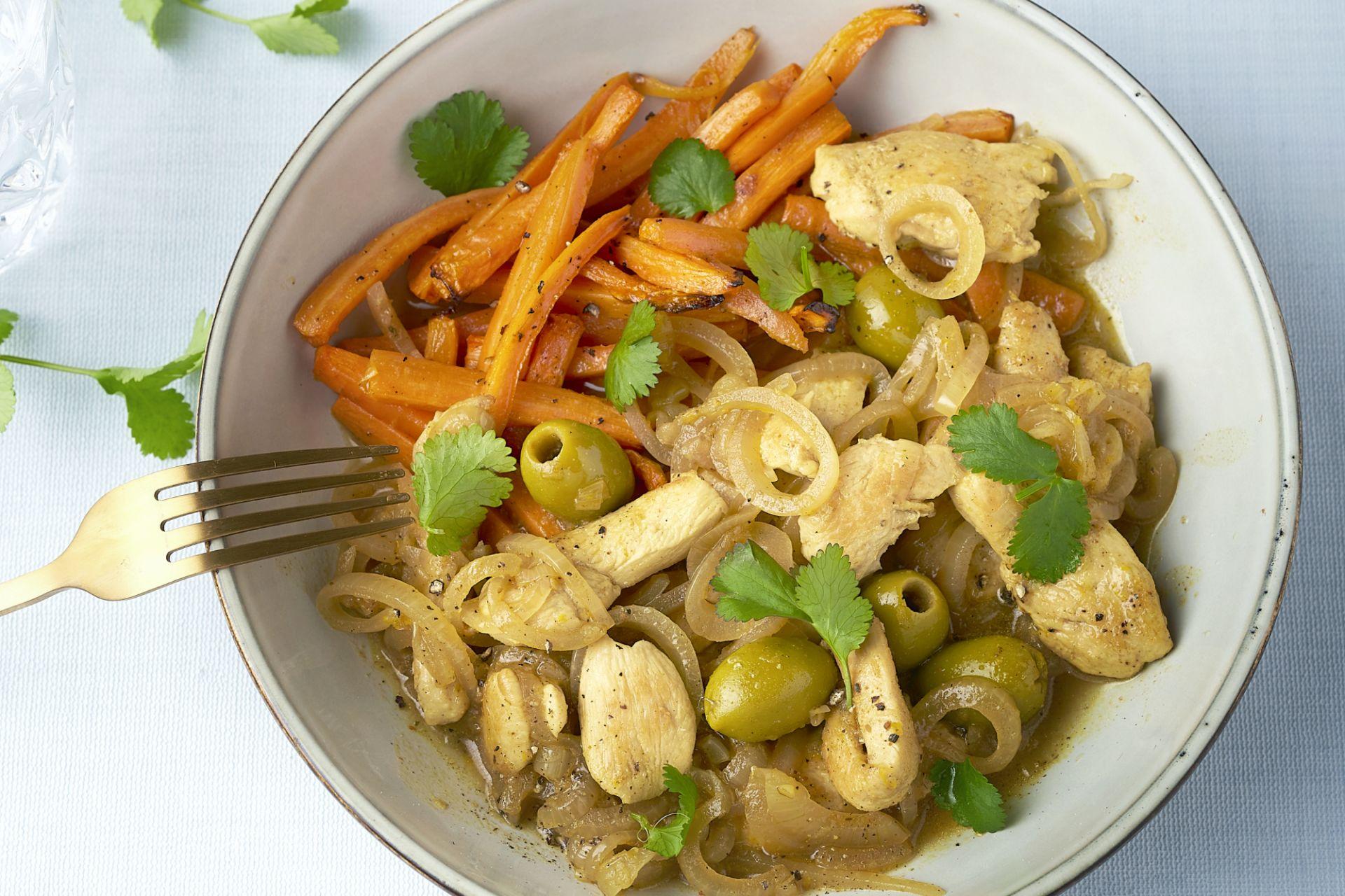 Tajine van kip met citroen en geroosterde wortelen