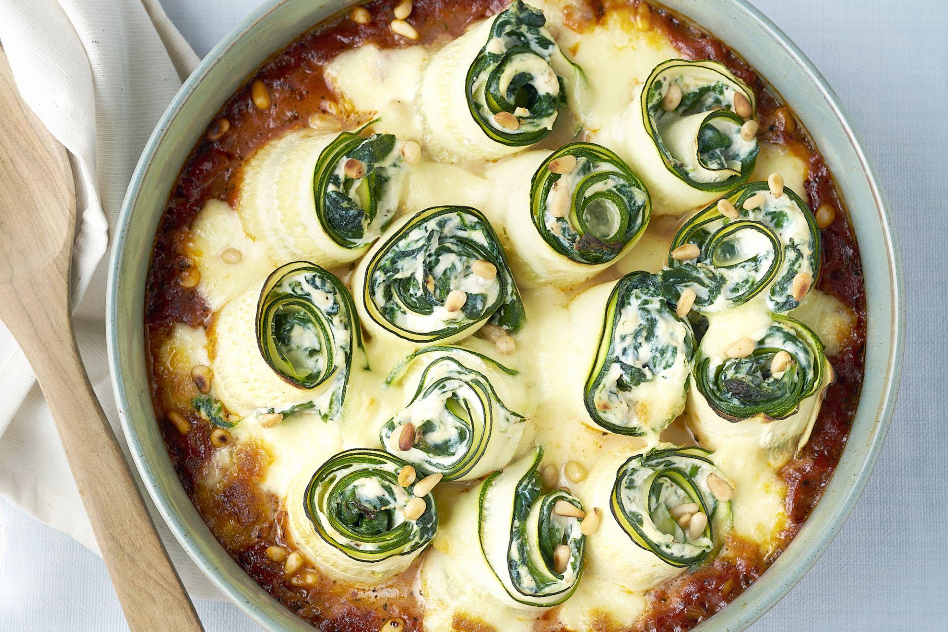 Ovenschotel met gevulde courgetterolletjes met spinazie en ricotta
