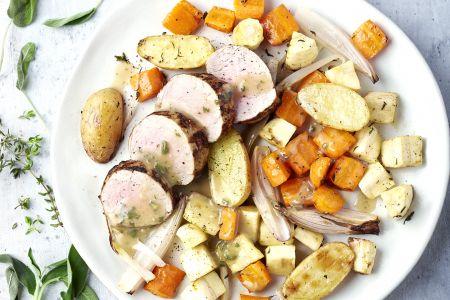 Varkenshaasje met groenten en aardappelen uit de oven