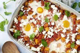 Foto van Shakshuka ovenschotel met zoete aardappel, feta en koriander