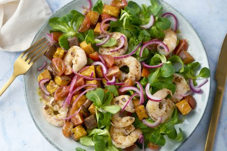 Zoete aardappelsalade met scampi en honing-gemberdressing