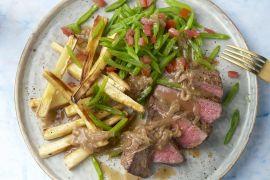 Foto van Steak met snijbonen, sjalottensaus en pastinaakfrietjes