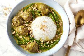 Foto van Snelle rendang gehaktballetjes met boontjes en rijst