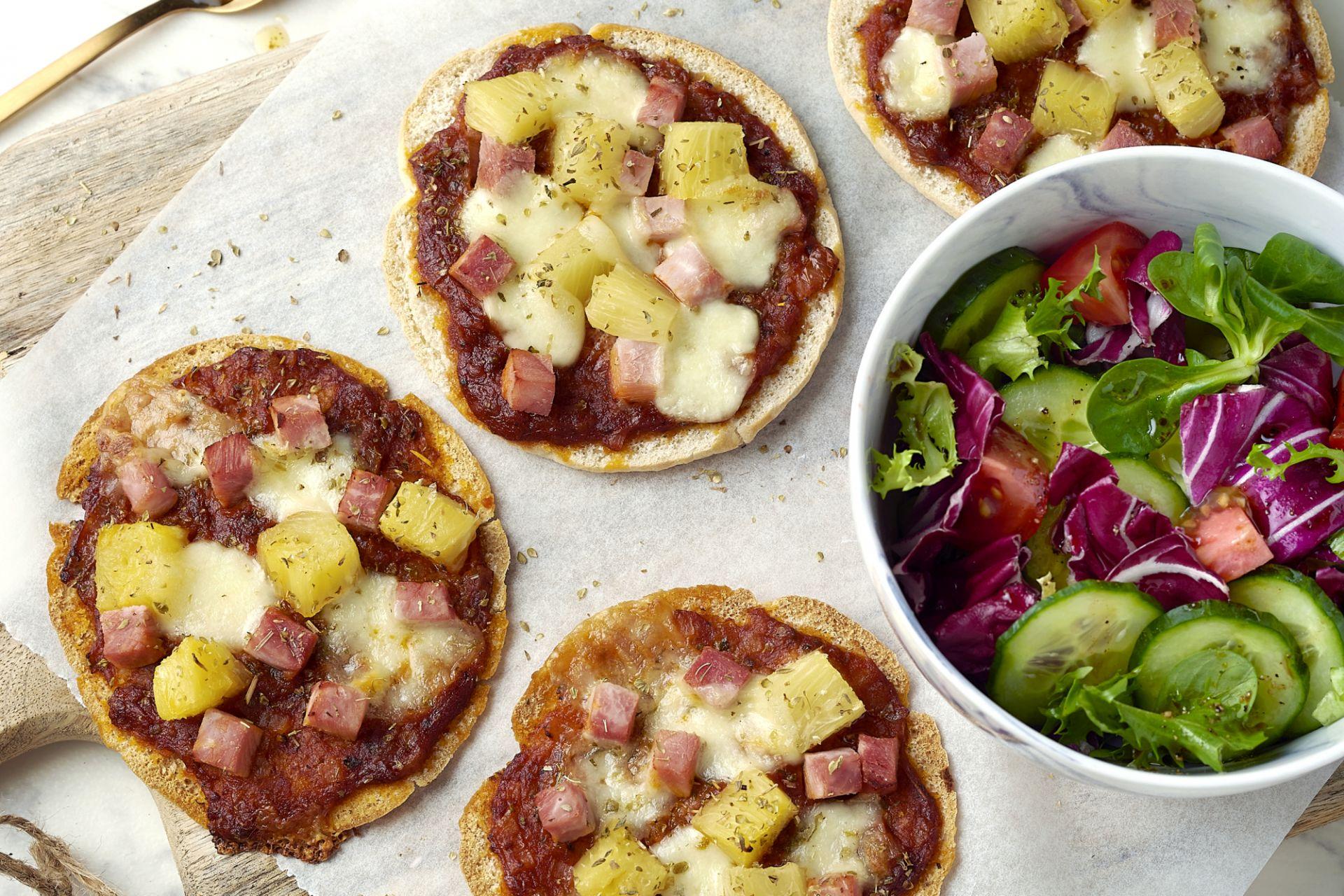 Pizzetta Hawaï met frisse salade