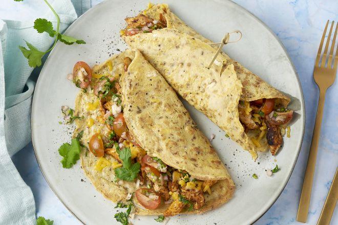 Mexicaanse omeletwraps met pulled chicken, tomatensalsa en cheddar
