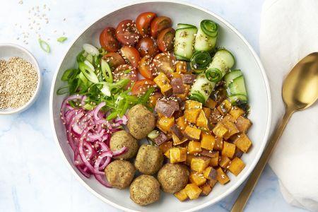 Falafelbowl met zoete aardappel en groentjes