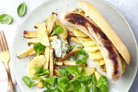 Hotdog met witte pens, appeltjes en pastinaakfrietjes