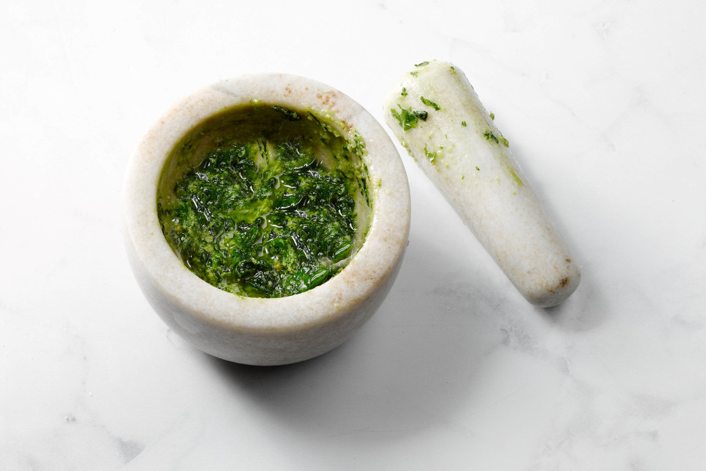 pesto zelf maken - afkruiden